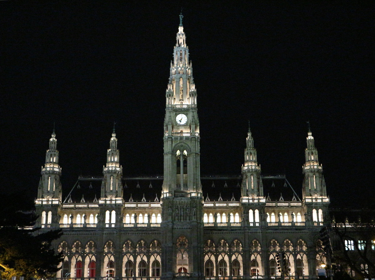 Another view of the Rathaus.